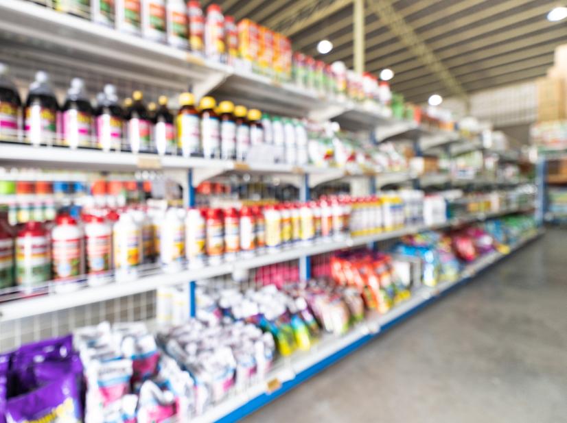 Imagem de loja agropecuária com desfoque